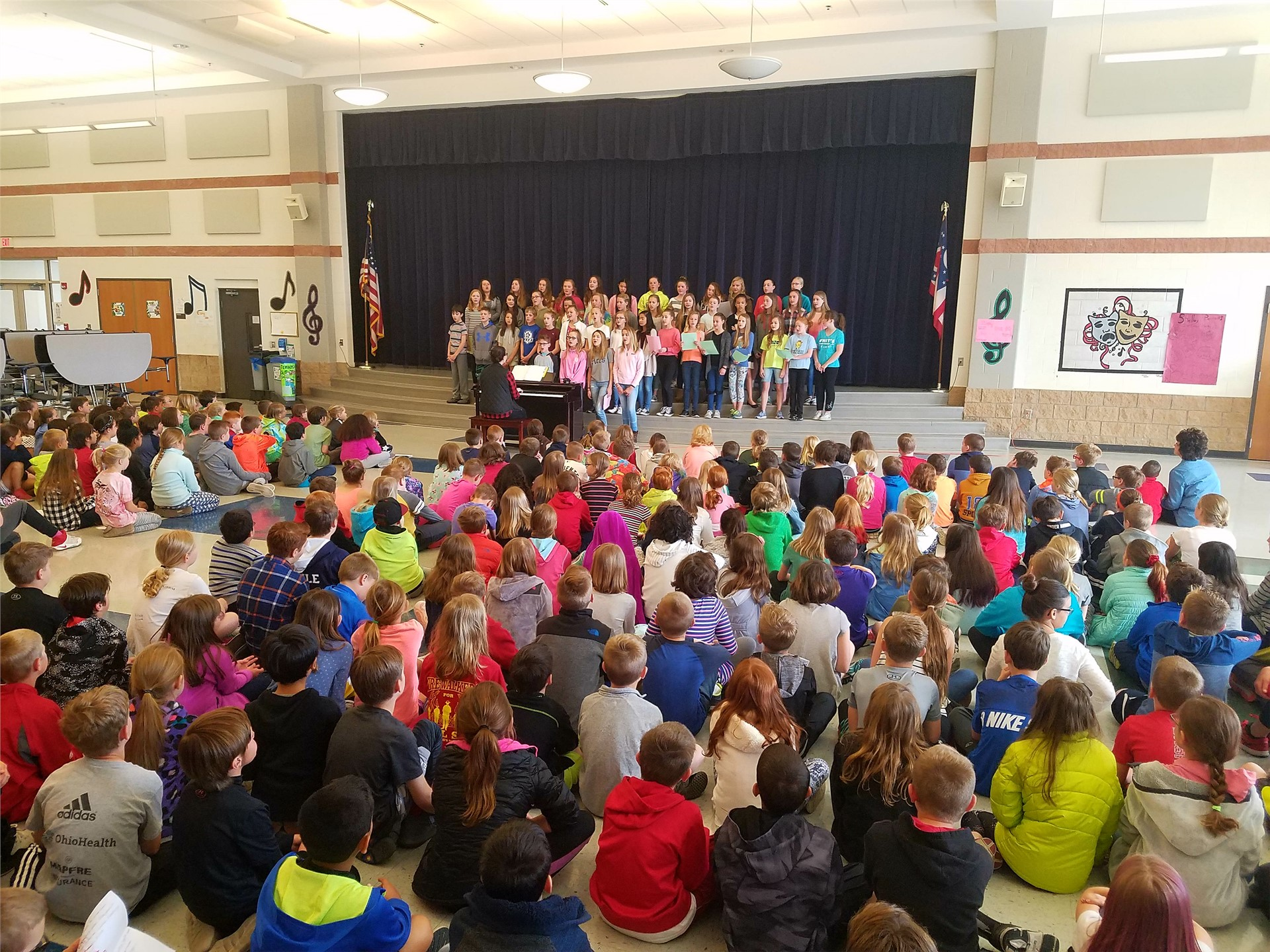 3rd Graders Enjoy Concert During Tour of GIS